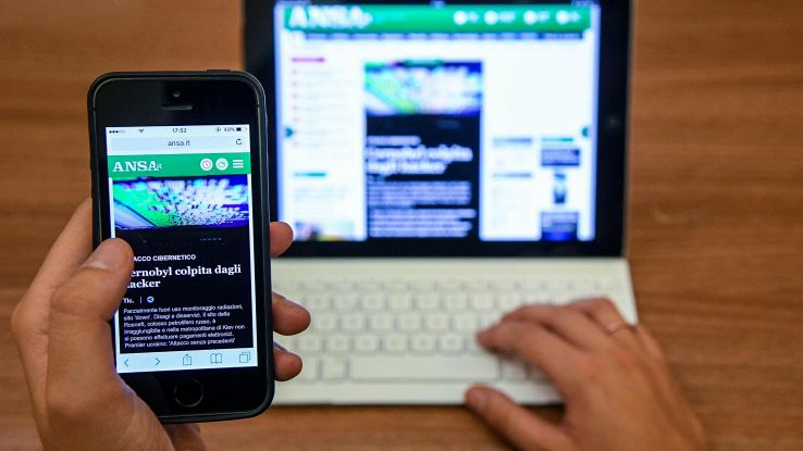 Rischio riposo teenager per luce tablet