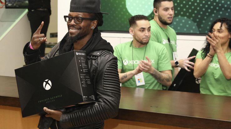 Microsoft lancia la console Xbox One X