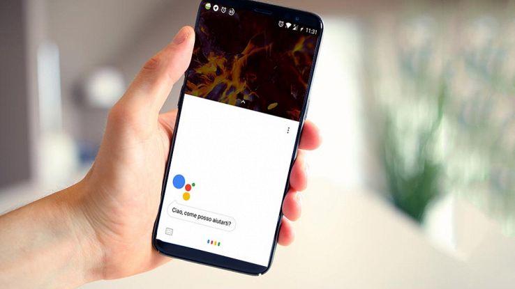 un utente usa Google Assistant dal suo smartphone