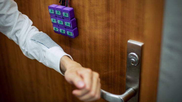 Password e codici bancari negli abiti grazie ai tessuti magnetici