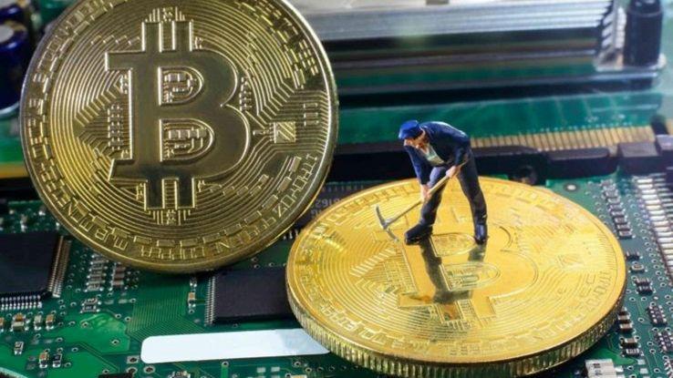 Bitcoin, virus producono moneta
