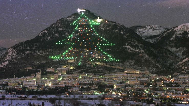 AstroPaolo ha acceso l'albero di Gubbio