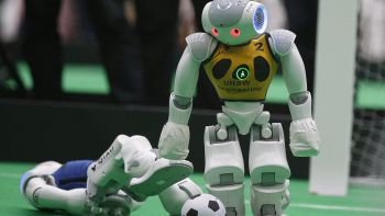 Robot a lezione di 'bon ton'
