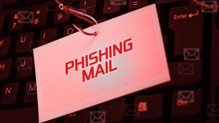 una lettera con scritto phishing email attaccata ad un amo