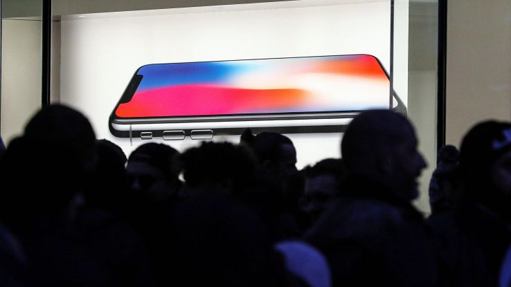 Vendite smartphone, Apple scalza Samsung