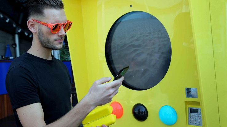 Snapchat si mette a vendere gadget