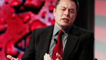 Facebook: Elon Musk cancella l'account di Tesla e SpaceX
