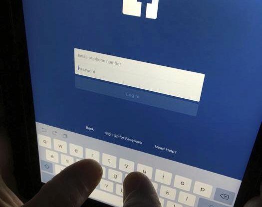 Spunta documento Facebook, 'crescita a qualunque costo'