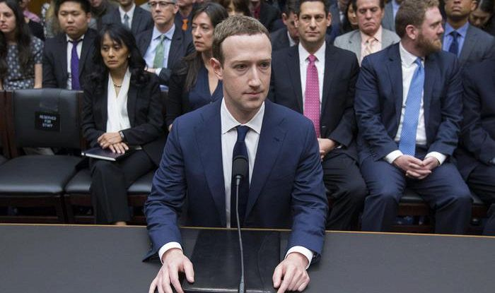 Zuckerberg rivela: 'Anche i miei dati a Cambridge Analytica'