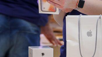 Apple: stampa,taglia produzione iPhone X