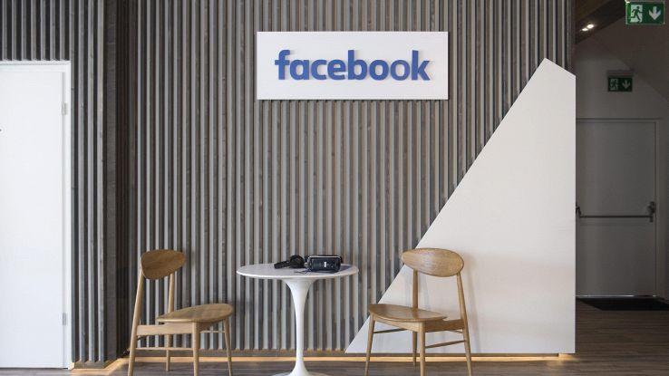 Facebook: brevetto mostra smart speaker