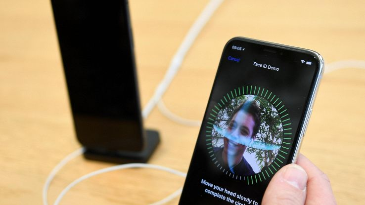 Problemi Face ID, iPhone X è sostituito