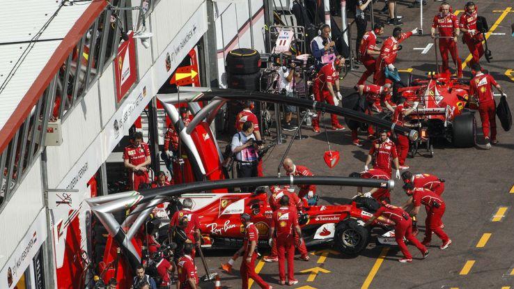 Le due ferrari ai box nel GP di Monaco di Formula 1