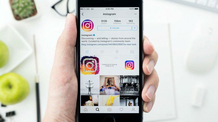 Primo piano di un profilo Instagram su un iPhone