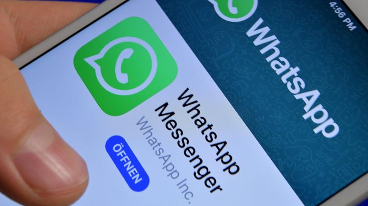 Fb, forse condivisione post su WhatsApp