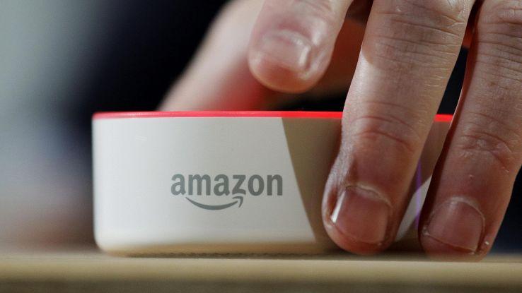 Poste con Amazon, pacchi anche di sera