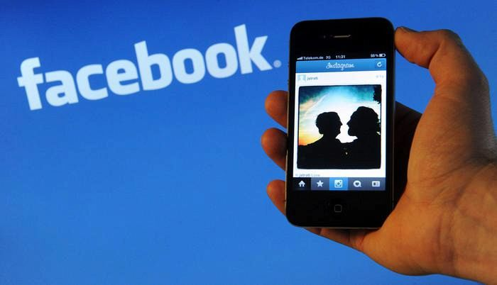 'Facebook condivide dati con i big dei dispositivi mobili'