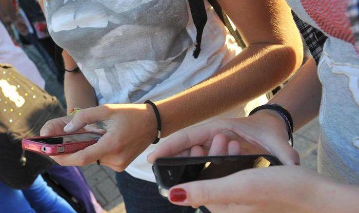 In Francia diventa legge il divieto del cellulare in classe
