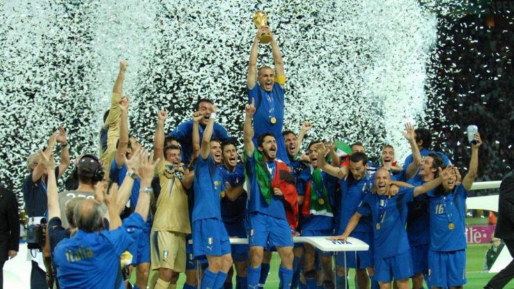 L'Italia alza la coppa del mondo del 2006