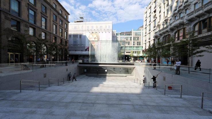 Apple Store Milano 'copia' piazze Italia