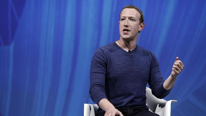 Facebook 'non espelle chi nega l'Olocausto', è polemica
