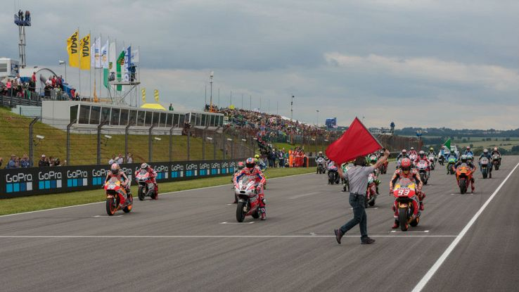 I piloti della MotoGP sulla griglia di partenza del Sachsenring