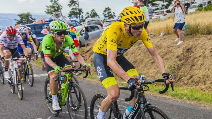 Chris Froome guida il gruppo al Tour de France