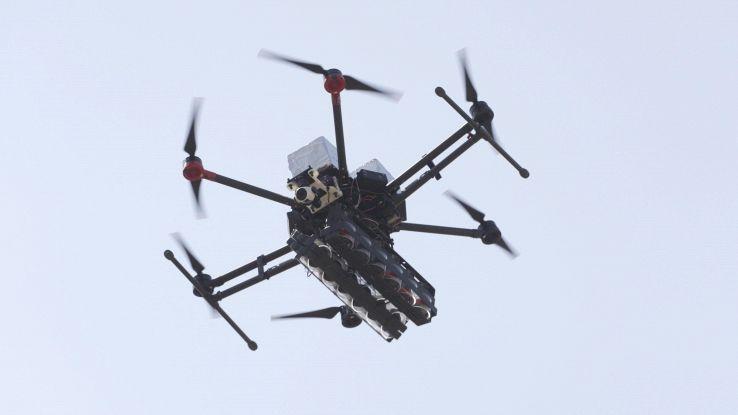 Addio joystick, per drone serve busto