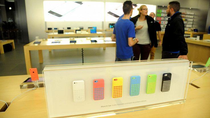 Apple-Samsung, sfida smartphone a colori