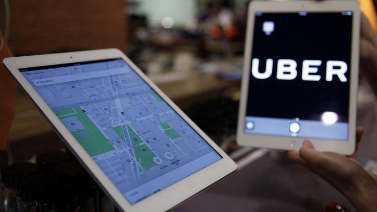Uber cambia, punta su bici e scooter