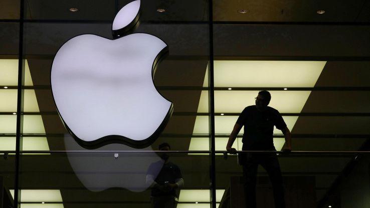 Apple fa il pieno di utili e ricavi