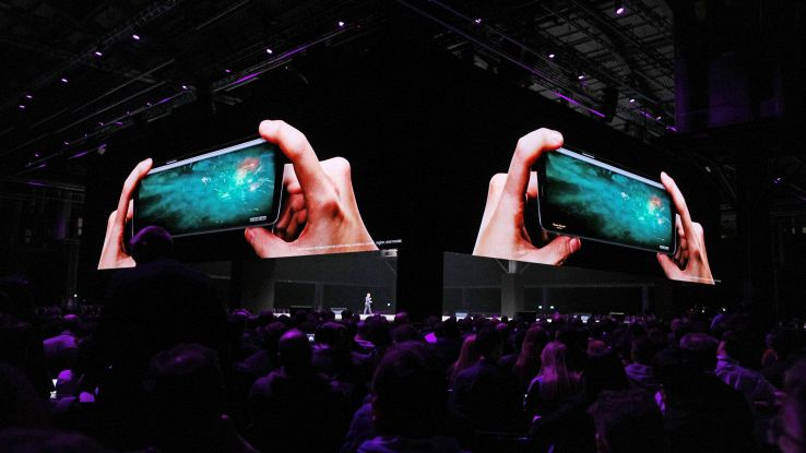 Samsung, tripla fotocamera su Galaxy S10