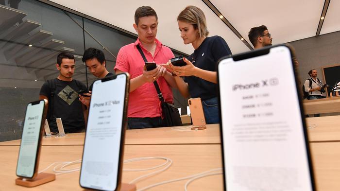 IPhone, a Milano tutti in fila  per i nuovi modelli