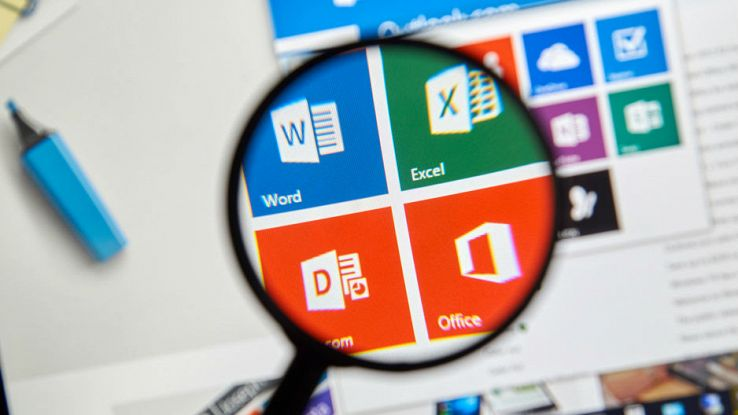 Una lente mette in evidenza il programma Office di Microsoft