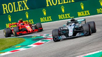 Vettel e Hamilton si sfidano in pista