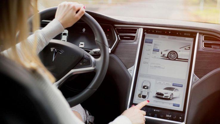 Interno di una Tesla model S