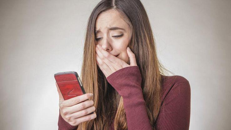 Triste con lo smartphone