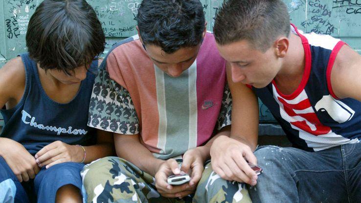 Smartphone, bambini sempre più attratti