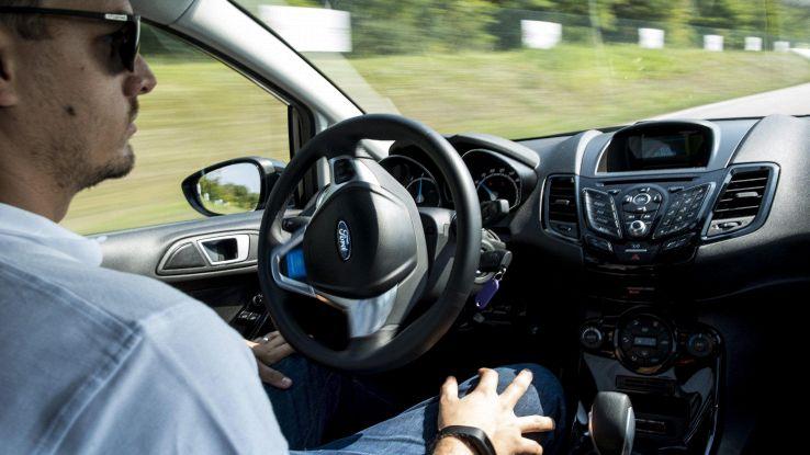 Guida autonoma, per 57% ok se controlla