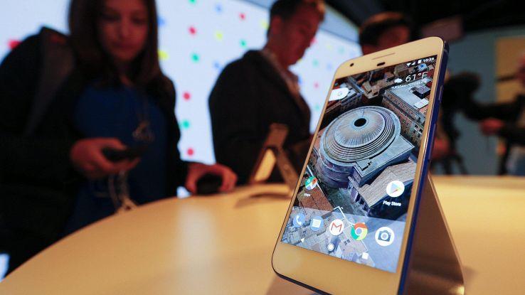 Google sfida iPhone, svela nuovi Pixel