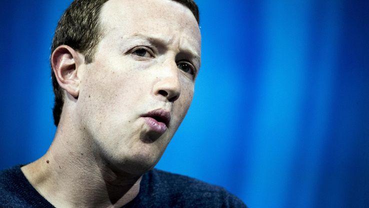 Fb: fondi a favore rimozione Zuckerberg