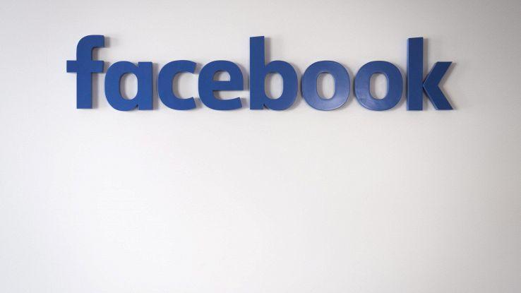 Vittima di stupro fa causa a Facebook