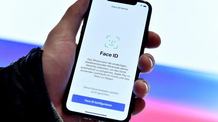 IPhone,riconoscimento facciale aiuta Fbi