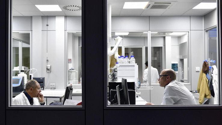 Pelle artificiale monitora la salute