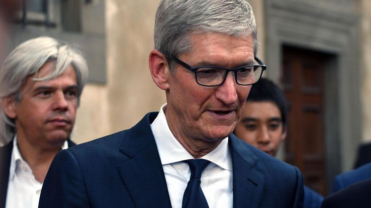 Tim Cook a sorpresa a Apple store Milano
