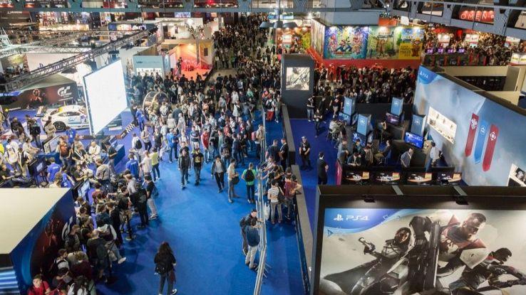 Una folla tra i padiglioni della Milano Games Week