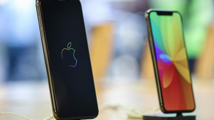 Apple: Wsj, taglia produzione iPhone