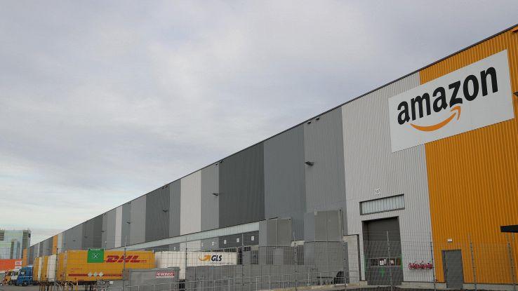 Amazon venderà più prodotti Apple