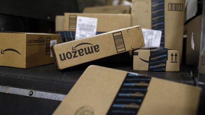 Amazon fa concorrenza a Poste, diventa corriere