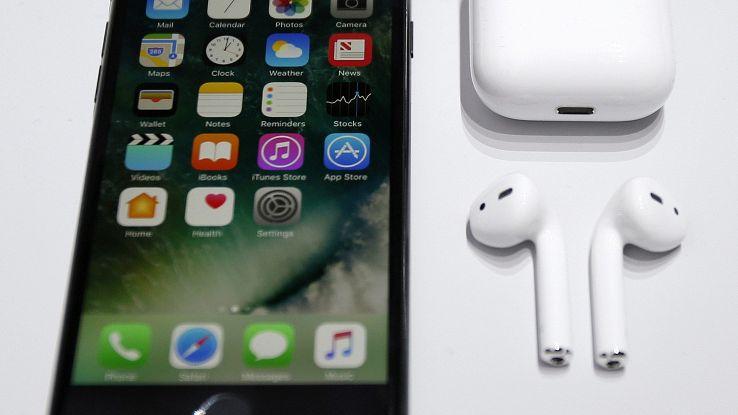 Apple: nuovi AirPods nel 2019